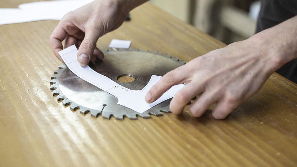 Топор из диска циркулярной пилы чертежи